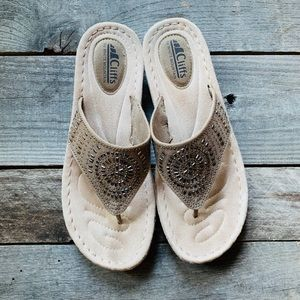 Cliffs thong sandals - Size 10 - Like NEW!!